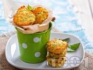 Хапки от тиквички със сирене чедър и пармезан във формички за мъфини